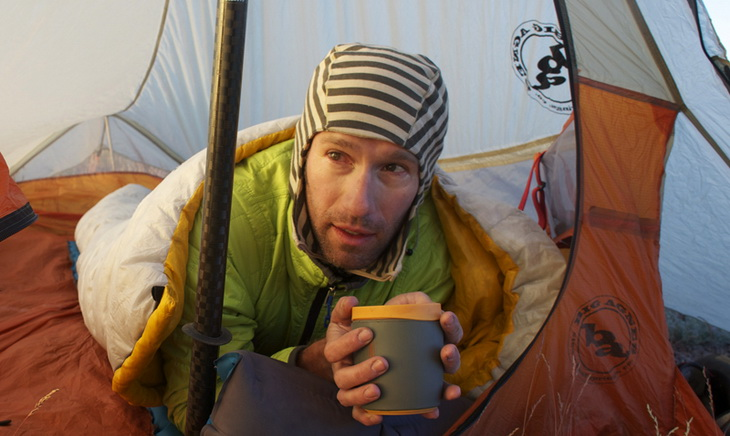 Man relaxing in Sea to Summit Spark II Sleeping Bag driking a cup of coffee