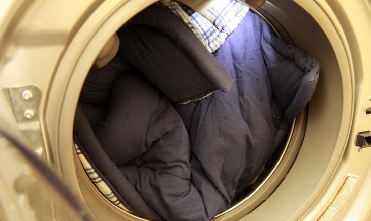 How to Wash a Sleeping Bag in Washing Machine