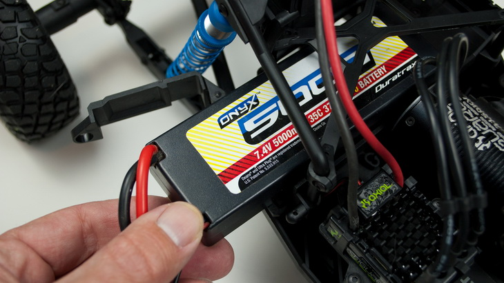 The battery compartment can fit 2-cell or 3-cell LiPo batteries