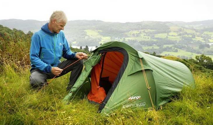 A man setting up Vango Helix 100 solo tent