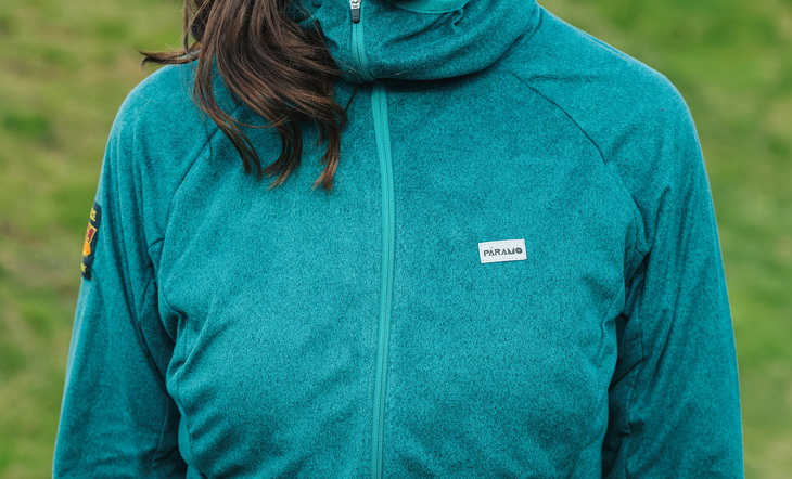 Woman wearing a stretchy, soft, water-repellent and wind-resistant fleece