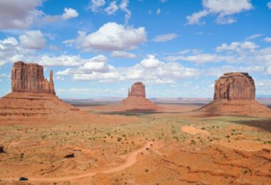 A picture of the monument valley, Arizona