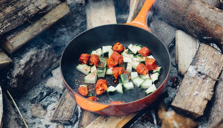 Cooking diner in a pan