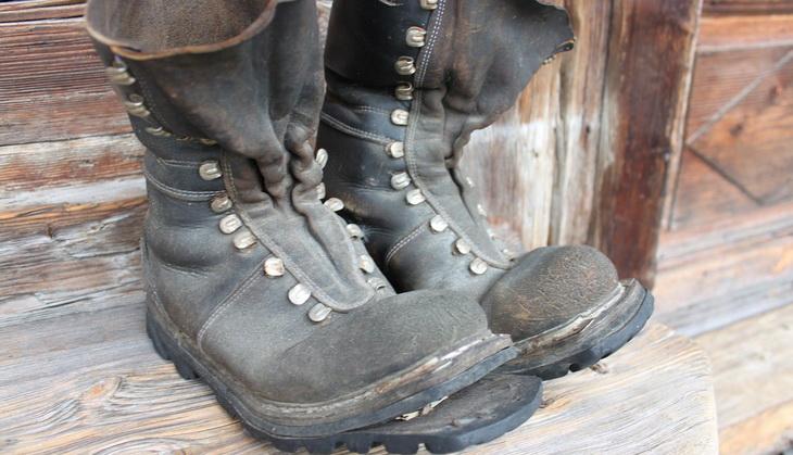 damaged-hiking-boots