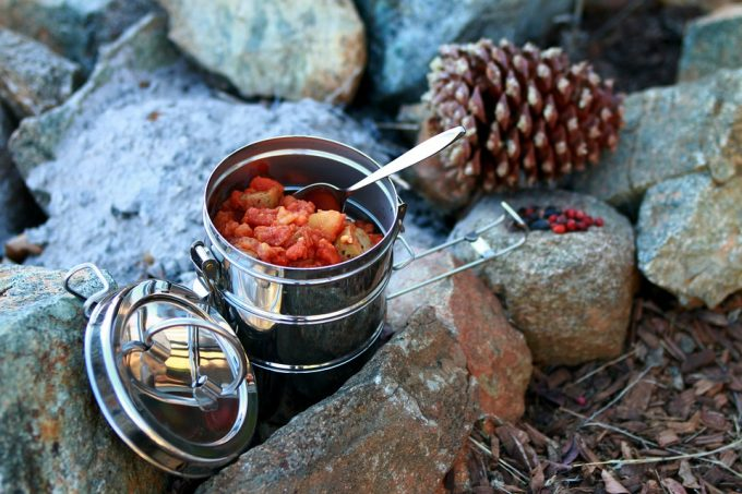 How to Keep Food Warm During Hiking: You Don't Have to Eat it Cold!