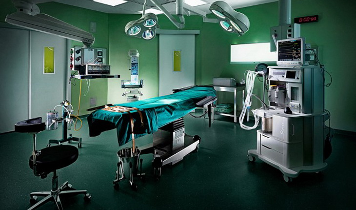 image of an empty surgery room