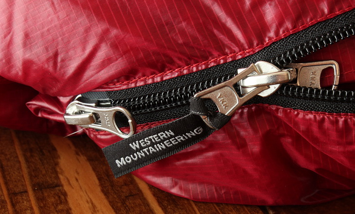 Close image of Western Mountaineering Sycamore sleeping bag zippers