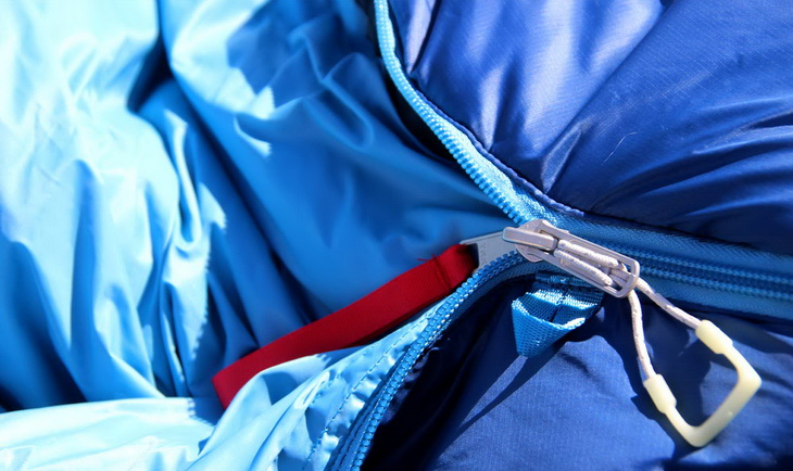 Close-up of The North Face Cat's Meow Sleeping Bag zipper
