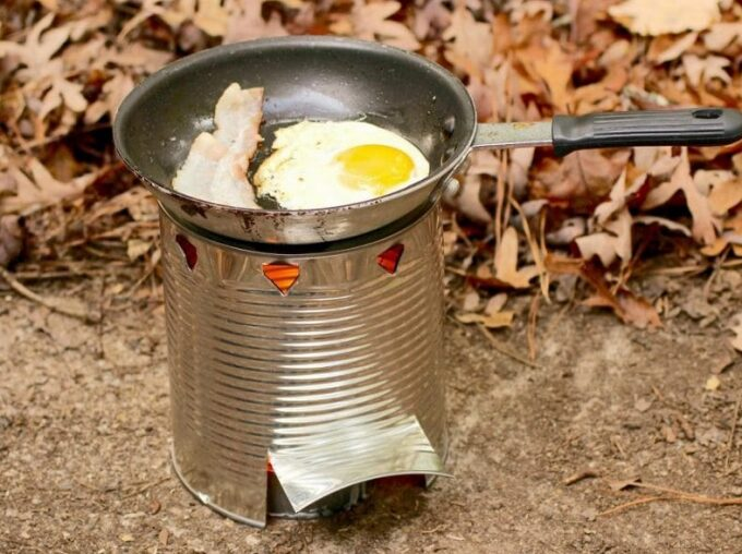 cooking breakfast on diy camp stove