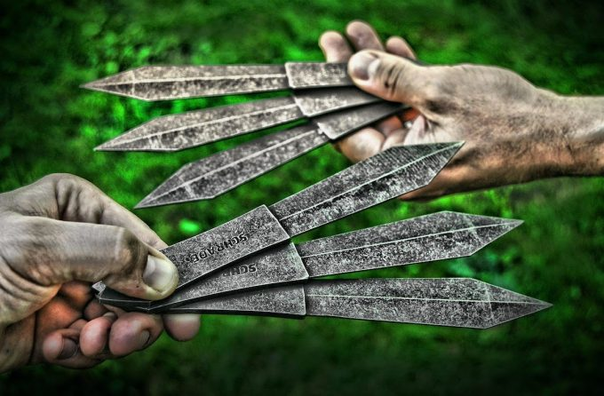 holding throwing knives